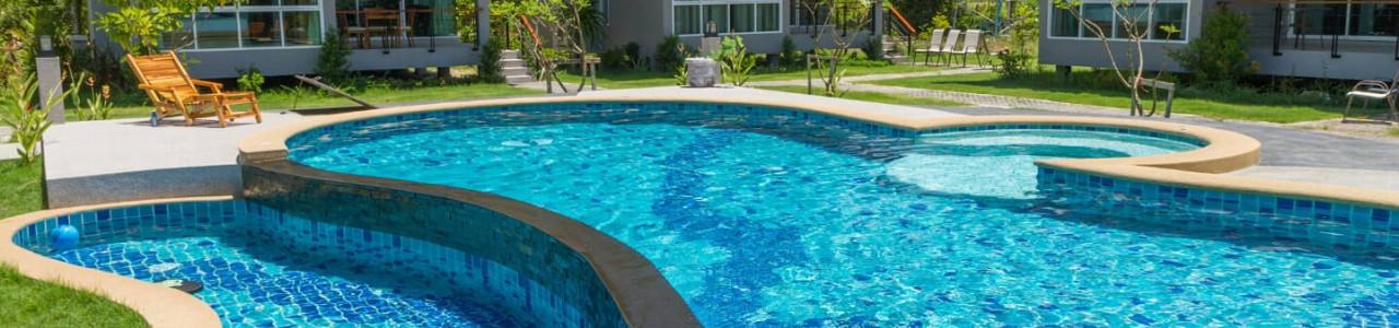 Tudo o que precisa saber para ter uma piscina no seu jardim!